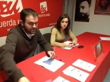 Rubén Pérez e Eva Solla presentando a proposta alternativa de orzamentos